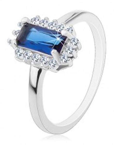 Ródiovaný prsteň, striebro 925, obdĺžnikový modrý zirkón, číry zirkónový lem - Veľkosť: 49 mm
