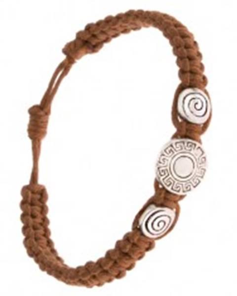 Pletený náramok z orieškovohnedých šnúrok, známky, grécky kľúč