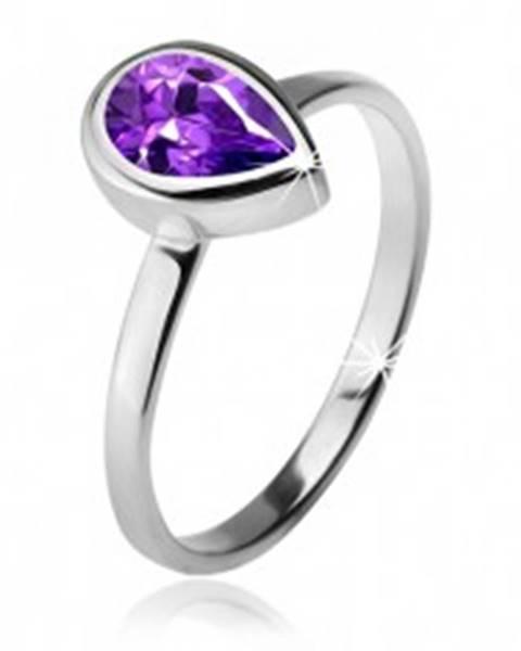 Prsteň s fialovým slzičkovým kamienkom v objímke, striebro 925 K3.8 - Veľkosť: 49 mm
