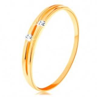 Zlatý prsteň 585 - lesklé hladké ramená s úzkym výrezom a zirkónikmi - Veľkosť: 49 mm