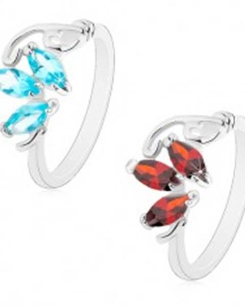 Prsteň v striebornom odtieni, tri brúsené zrnká, tenké zahnuté línie - Veľkosť: 51 mm, Farba: Červená