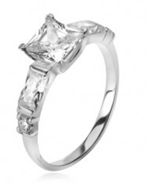 Strieborný 925 prsteň, štvorcový zirkón, štyri menšie kamene v ramenách T24.16 - Veľkosť: 49 mm