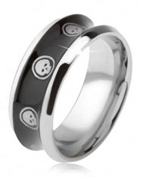 Prsteň z chirurgickej ocele, lesklý čierny, vyhĺbený stred, lebka v kruhu T21.16 - Veľkosť: 57 mm