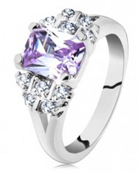 Prsteň v striebornom odtieni s rozvetvenými ramenami, svetlofialový zirkón G11.18 - Veľkosť: 49 mm