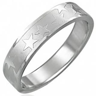 Oceľový prsteň s matným stredovým pásom a hviezdami - Veľkosť: 49 mm