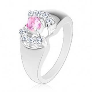 Prsteň so zaoblenými ramenami, okrúhly zirkón v ružovej farbe, číre oblúčiky - Veľkosť: 52 mm