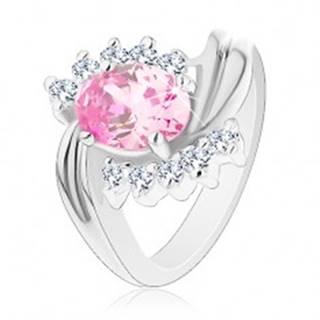 Prsteň striebornej farby, zvlnené línie ramien, ružový brúsený ovál, číre zirkóniky - Veľkosť: 48 mm