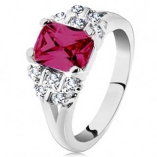 Prsteň v striebornom odtieni, ružový zirkónový obdĺžnik, číre zirkóniky - Veľkosť: 48 mm