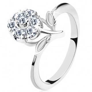 Prsteň v striebornom odtieni, úzke ramená, trblietavý zirkónový kvet čírej farby - Veľkosť: 51 mm