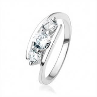 Strieborný prsteň 925, číre zirkóny uchytené medzi koncami ramien - Veľkosť: 49 mm
