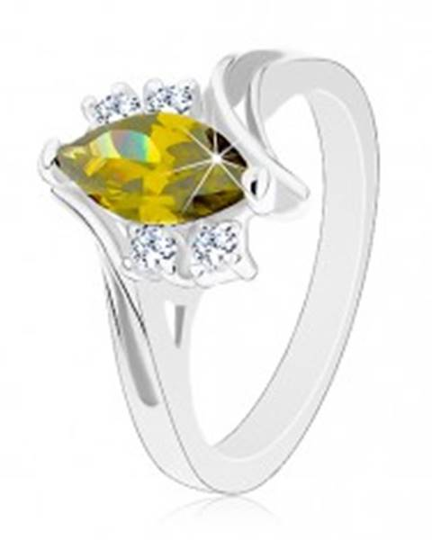 Lesklý prsteň so strieborným odtieňom, brúsené zirkóny v zelenej a čírej farbe - Veľkosť: 49 mm