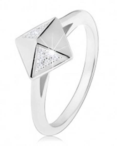 Ródiovaný strieborný prsteň 925, lesklá pyramída zdobená čírymi zirkónikmi - Veľkosť: 49 mm