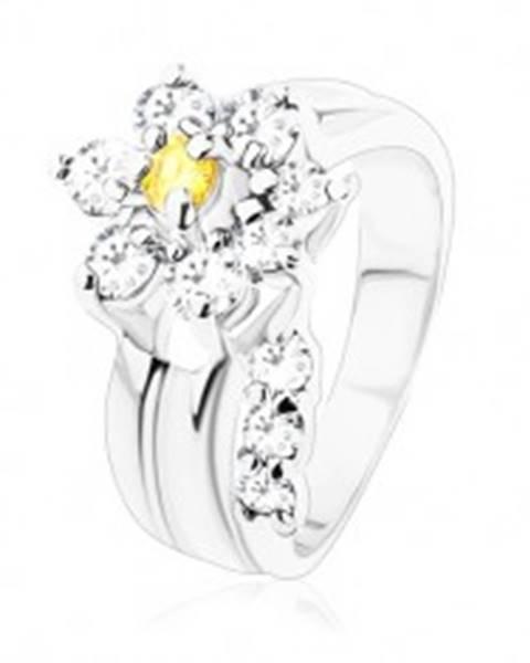 Žiarivý prsteň, oddelená zirkónová číra stonka, kvietok v žltej a čírej farbe V06.14 - Veľkosť: 49 mm