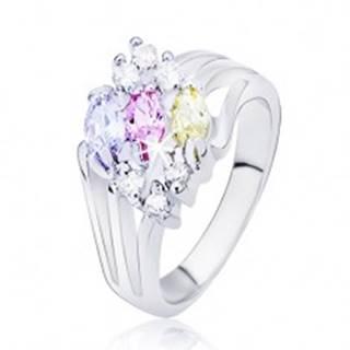 Lesklý prsteň striebornej farby, rozvetvené ramená s farebnými oválnymi zirkónmi L10.08 - Veľkosť: 50 mm