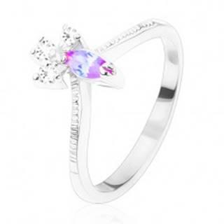 Prsteň s vrúbkovanými ramenami, zrnko vo svetlofialovej farbe, tri číre zirkóniky - Veľkosť: 52 mm