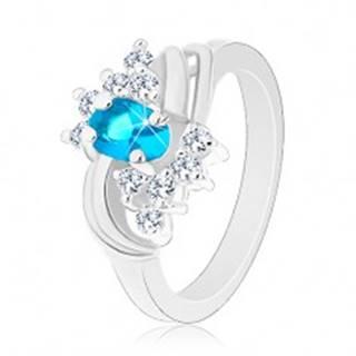 Prsteň so zúženými hladkými ramenami, modrý oválny zirkón, dva páry oblúkov - Veľkosť: 49 mm