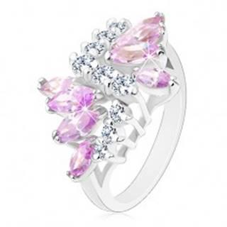 Lesklý prsteň s hladkými ramenami, číre zirkóny, zrná vo svetlofialovej farbe - Veľkosť: 49 mm