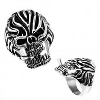 Oceľový prsteň, lebka s cigaretou a výraznými zárezmi na čele, čierna patina - Veľkosť: 56 mm