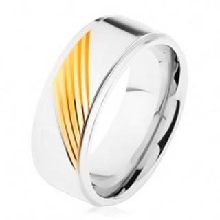 Dvojfarebný prsteň z chirurgickej ocele, šikmé gravírované pásiky - Veľkosť: 57 mm