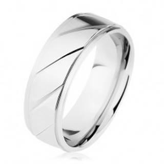 Prsteň z ocele 316L, vyvýšený pás zdobený šikmými zárezmi, strieborná farba - Veľkosť: 54 mm