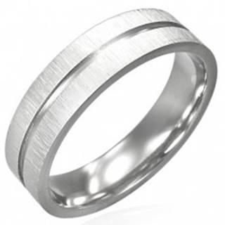 Oceľový prsteň s lesklou ryhou cez stred a matným okrajom - Veľkosť: 52 mm