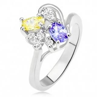 Prsteň s fialovým a žltým oválnym kamienkom, číre zirkóny - Veľkosť: 54 mm