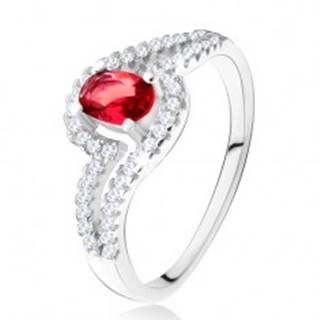 Prsteň s oválnym červeným kameňom, zvlnené zirkónové ramená, striebro 925 U20.18 - Veľkosť: 49 mm