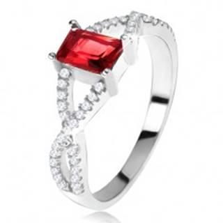 Prsteň zo striebra 925, prekrížené zirkónové ramená, hranatý červený kameň U18.09 - Veľkosť: 49 mm