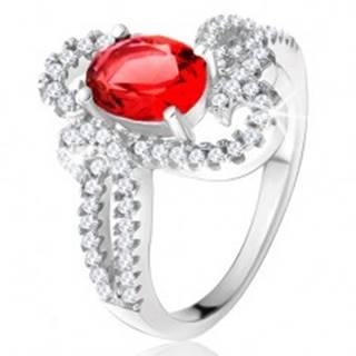 Strieborný prsteň 925, oválny červený kameň, ozdobne zatočené zirkónové ramená - Veľkosť: 49 mm