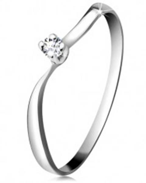 Diamantový prsteň z bieleho 14K zlata - ligotavý briliant v kotlíku, zvlnené ramená - Veľkosť: 48 mm