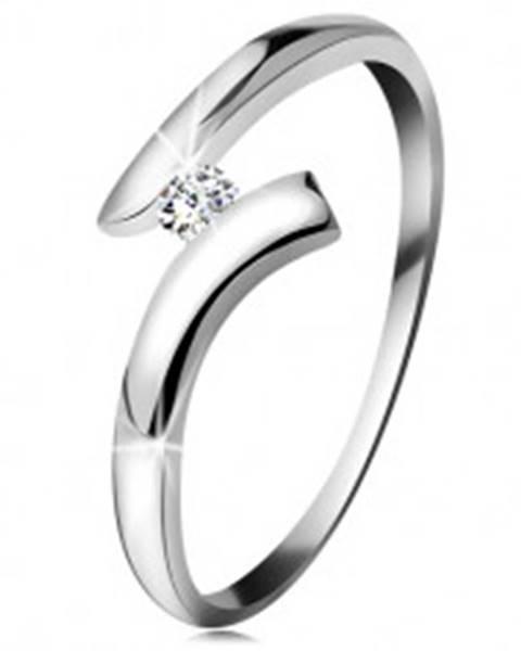 Diamantový prsteň z bieleho 14K zlata - žiarivý číry briliant, lesklé zahnuté ramená - Veľkosť: 49 mm
