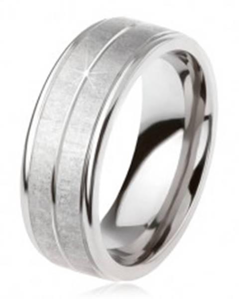 Titánový prsteň striebornej farby, matný povrch, zárez uprostred - Veľkosť: 54 mm