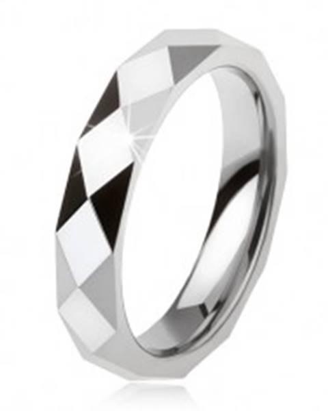 Tungstenový prsteň oceľovosivej farby, geometricky brúsený povrch AB34.12 - Veľkosť: 49 mm