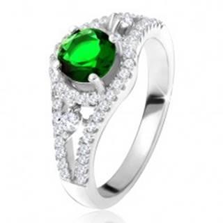 Prsteň - striebro 925, okrúhly zelený zirkón, zaoblené línie, číre kamienky - Veľkosť: 49 mm