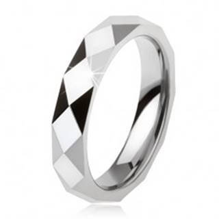 Tungstenový prsteň oceľovosivej farby, geometricky brúsený povrch - Veľkosť: 49 mm
