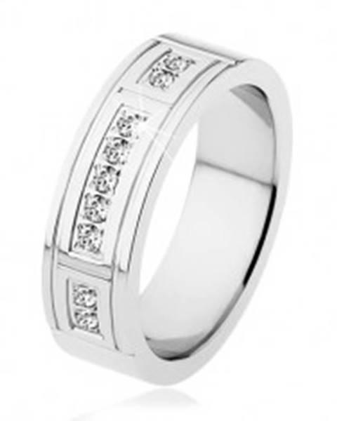 Oceľový prsteň striebornej farby, ozdobné zárezy, tri línie čírych zirkónov S79.06 - Veľkosť: 53 mm