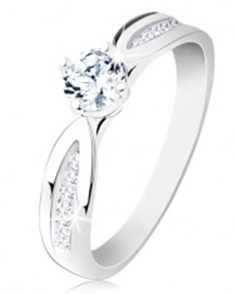 Strieborný prsteň 925, zúžené zdobené ramená, ligotavý zirkón čírej farby - Veľkosť: 49 mm