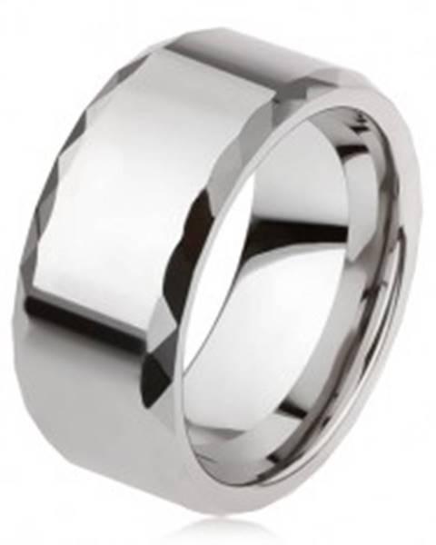 Volfrámový prsteň striebornej farby, geometricky brúsené okraje, hladký povrch AB34.09 - Veľkosť: 49 mm