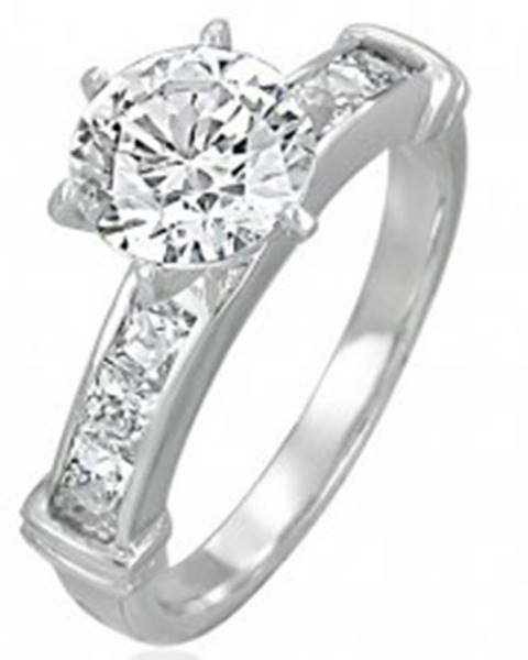 Zásnubný prsteň s veľkým vsadeným zirkónom, línia zirkónov v hranatej prednej časti - Veľkosť: 49 mm