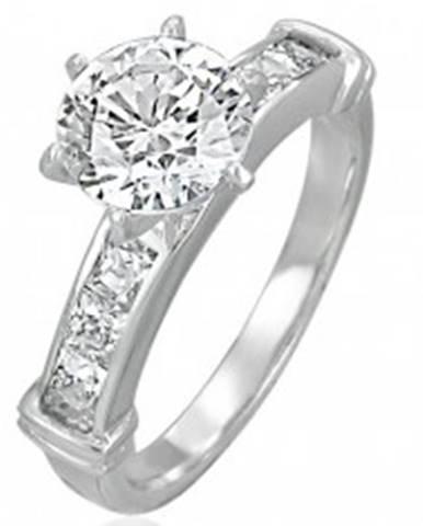 Zásnubný prsteň s veľkým vsadeným zirkónom, línia zirkónov v hranatej prednej časti D16.13 - Veľkosť: 49 mm