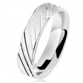 Strieborný prsteň 925, vrúbkovaný povrch, lesklé okraje a šikmé zárezy - Veľkosť: 49 mm