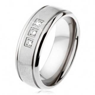 Titánový prsteň striebornej farby, matný pás, lesklé okraje, tri zirkóny SP22.07 - Veľkosť: 54 mm