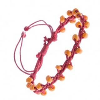 Náramok z červených šnúrok ozdobených korálkami