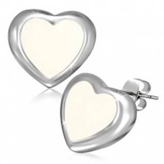 Puzetové náušnice z ocele - maslovo biele srdce s okrajom striebornej farby AA40.02
