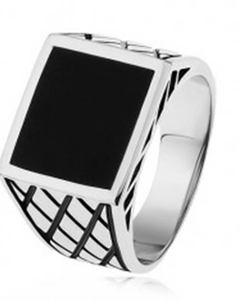 Strieborný prsteň 925, ramená s kosoštvorcami, čierny glazúrovaný štvorec S83.08 - Veľkosť: 54 mm