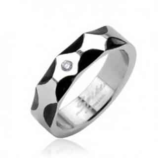 Oceľový prsteň - vzor vĺn, zirkón v strede - Veľkosť: 59 mm