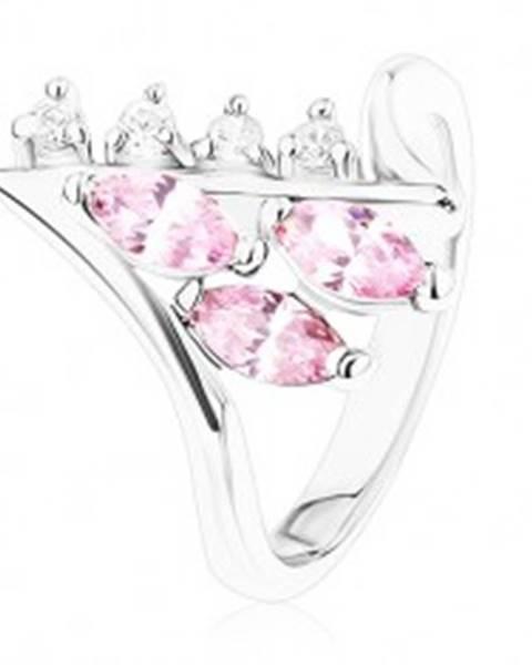 Lesklý prsteň striebornej farby, zahnuté konce ramien, číre a ružové zirkóny R39.24 - Veľkosť: 49 mm