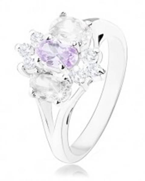 Prsteň v striebornom odtieni s rozdelenými ramenami, fialovo-číry kvet R34.22 - Veľkosť: 57 mm