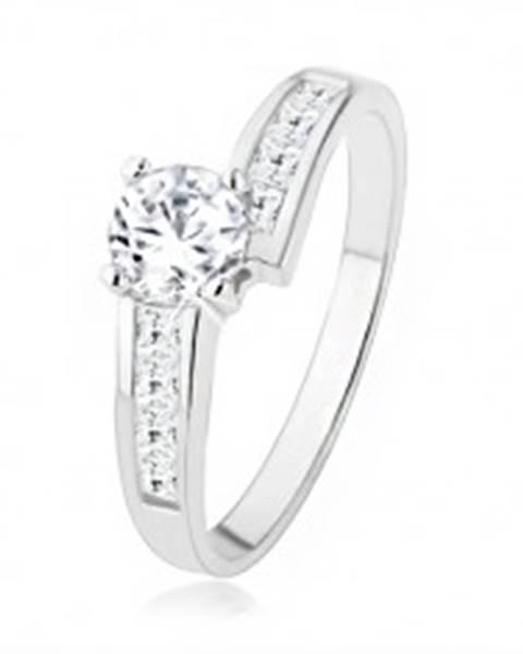 Trblietavý strieborný prsteň 925 vykladaný zirkónmi, veľký číry kamienok SP39.22 - Veľkosť: 49 mm