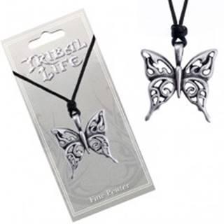 Náhrdelník so šnúrkou - vyrezávaný patinovaný prívesok motýľa